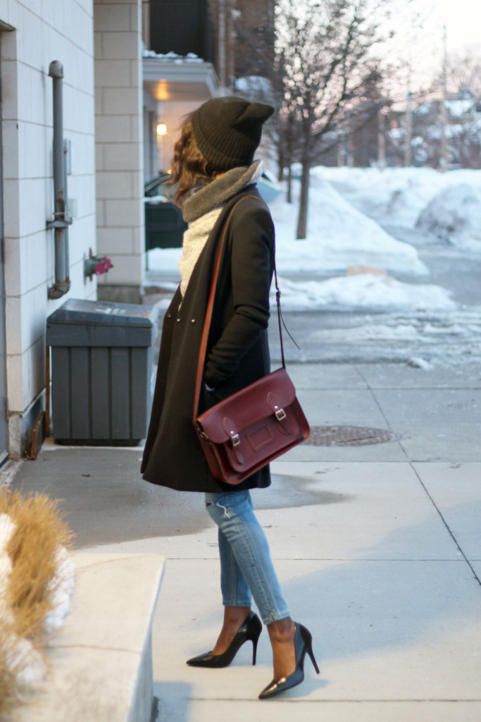 3STYLING AN OVERSIZED SWEATER