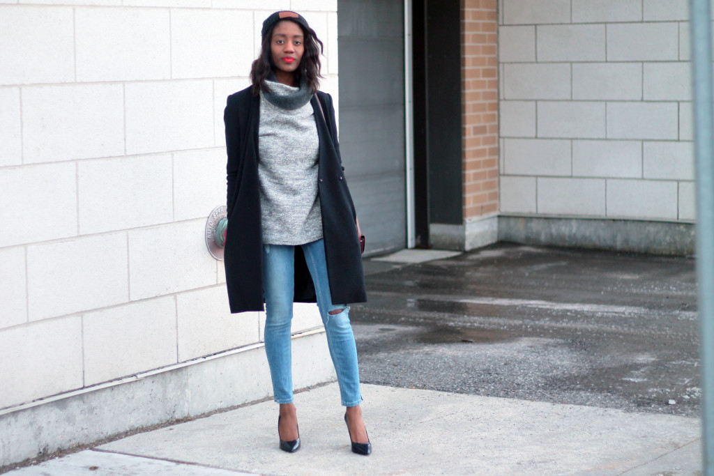 STYLING AN OVERSIZED SWEATER